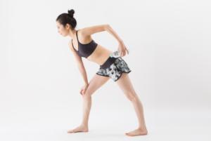 二の腕ダイエット② ダンベルで上腕三頭筋を効果的に鍛える「引き上げエクササイズ」のやり方