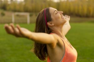 二の腕ダイエット① 肩まわりを鍛えて二の腕を細くする方法