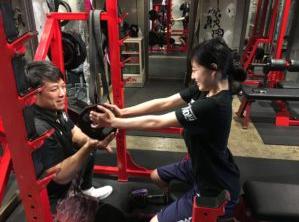 二の腕ダイエット② 上腕三頭筋を刺激して二の腕を細くする方法