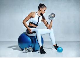 女性必見!ダンベルを使った二の腕痩せダイエットで効果的な筋トレのやり方とは?
