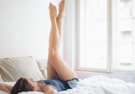 足上げするだけ!脚やせに効果的な「足上げダイエット」とは?