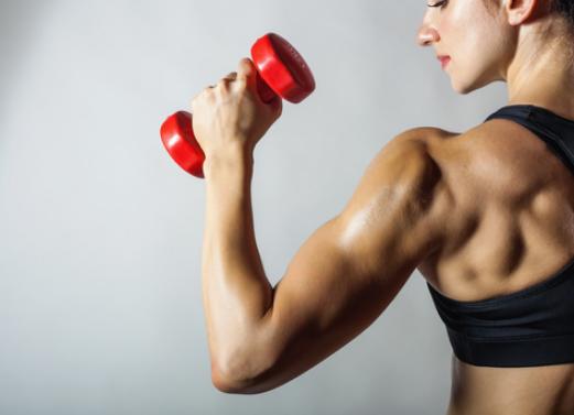 二の腕ダイエットで使うダンベルの重りの理想はどれくらい?