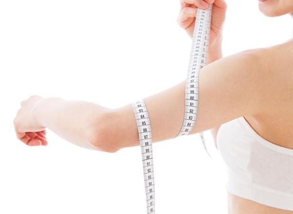 【ダイエットをしている方向け】二の腕のサイズを測る正しい場所と測り方は?