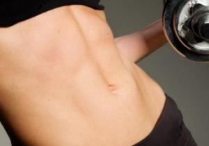 くびれが消えたときのダイエット方法② 30秒間お腹に力を入れた状態をキープしよう!