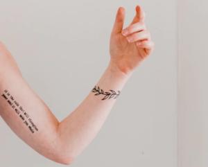 引き締まった二の腕の特徴と相手に与える印象は?