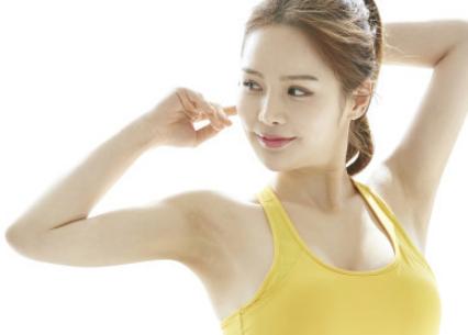【二の腕ダイエット】おすすめの筋トレのやり方とは?