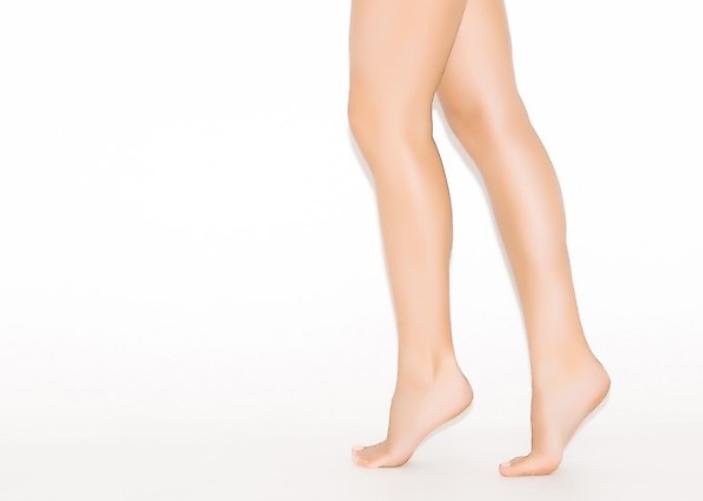 自宅や外出時にも簡単にできる脚やせ筋トレのやり方とは?