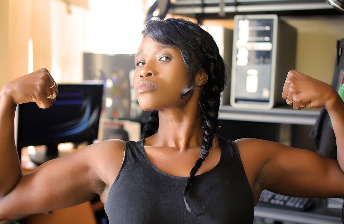 二の腕の筋肉が硬いとダイエット効果が減少する理由とは?