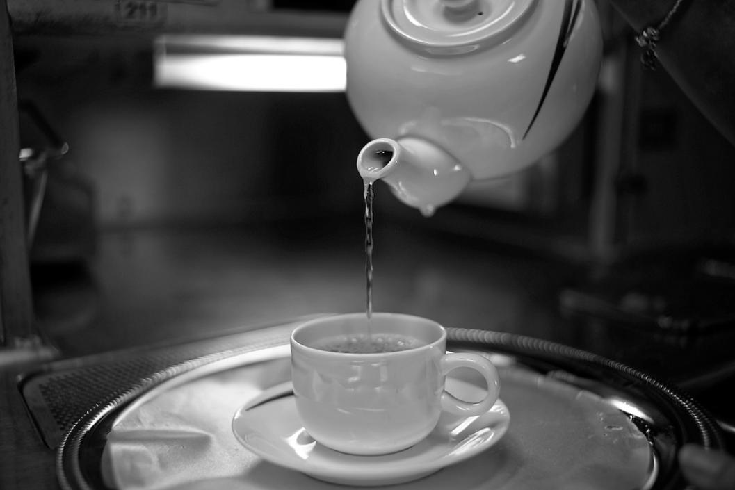 【芸能人愛用】白湯の作り方やダイエット方法は?効果や口コミも解説!