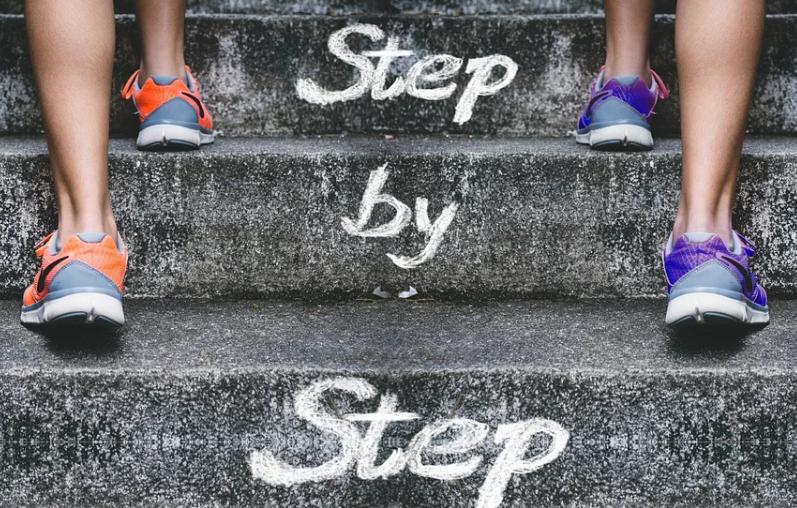 【踏み台昇降運動】自宅で脚やせする方法とは?