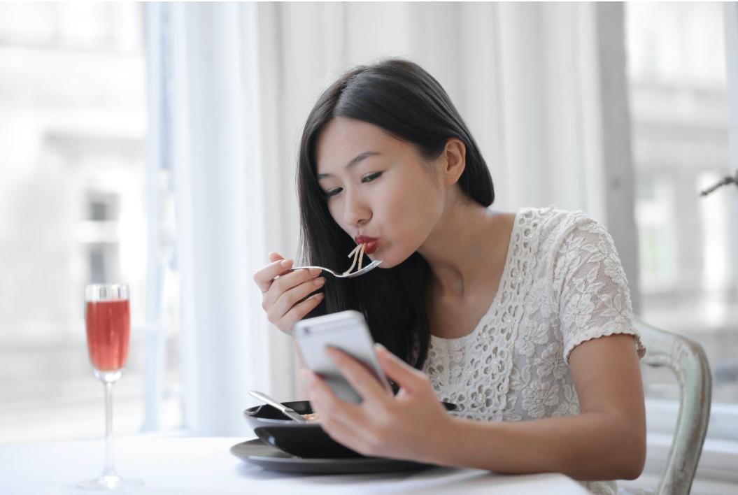 女子高校生の悩みを解決!痩せたいのに食べちゃう原因と解決方法は?